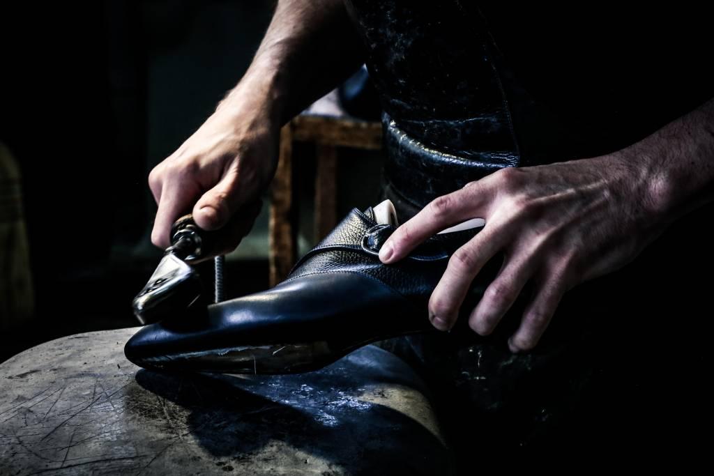 882e688fa042 La realizzazione delle nostre scarpe di lusso - Artioli Milano