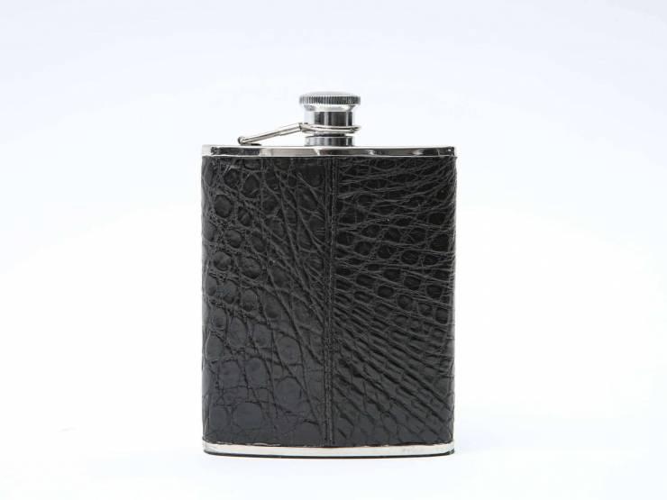 RUM-BLACK CROCODILE-COCCODRILLO NERO 01 4k